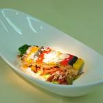 Eingelegte Sardine und Kaninchenbauch mit Chorizo, Artischocke und Oliven