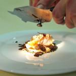 Steinbutttranche mit Gänseleber auf Macaronispirale und schwarzem Trüffel