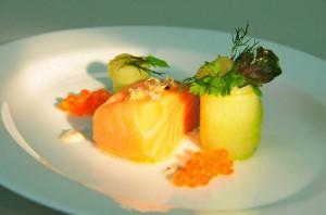 Konfierter Lachs - Senfgurken - Forellenkaviar - Kräuter
